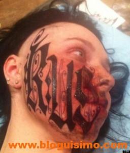 chica tatua su cara con nombre del novio