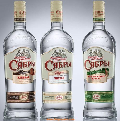 3 botellas de vodka