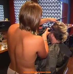 Corte-de-pelo topless