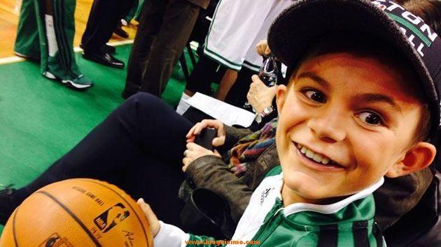 Louis Corbett durante el partido de los Boston Celtics