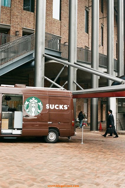 starbucks-fail-van-perfect-timing