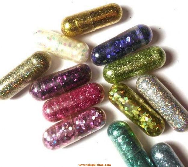 Inventan cápsulas para defecar con purpurina de colores